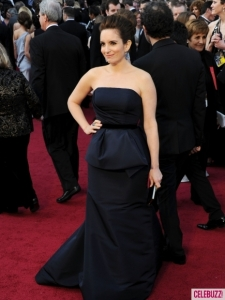 Tina-Fey-at-the-2012-Oscars-Red-Carpet-1-435x580