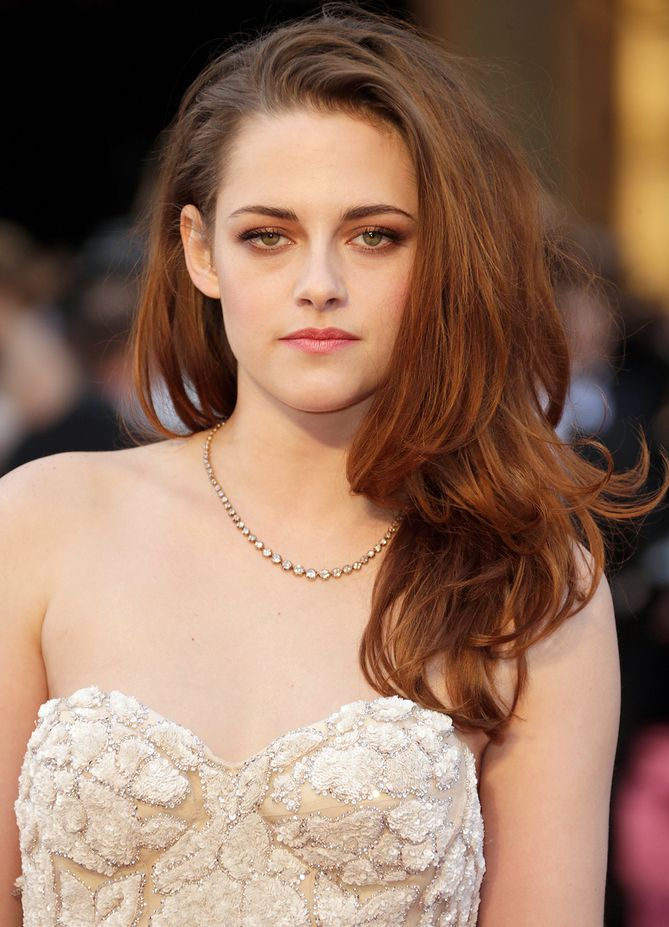 Kristen+Stewart+arrives+at+the+Oscars+held+at+Hollywood+&+Highland+Center+on+February+24,+2013