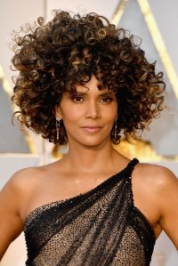 Halle-Berry-Hair-Makeup-2017-Oscars